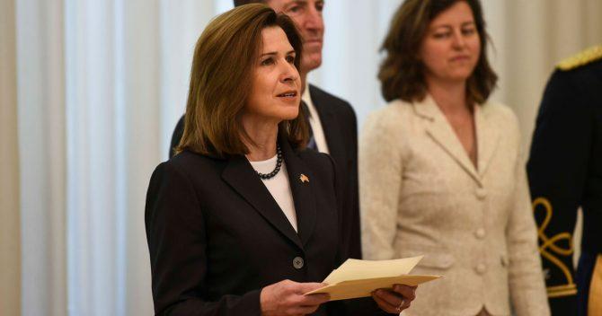 """Амбасадорката Брнс за """"Рекет"""": Сега е време Македонија да се придржи кон владеењето на правото"""