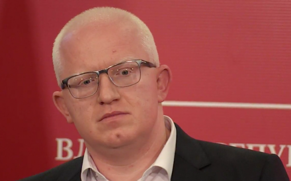 Рашковски со тужби се брани за скандалот