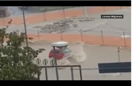 (ВИДЕО) После Грција, страшното невреме направи пустош во Италија