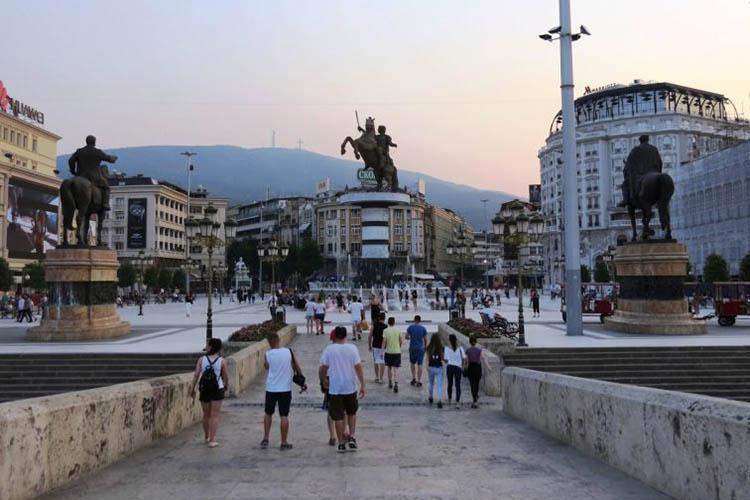 Во Македонија има повеќе мажи отколку жени