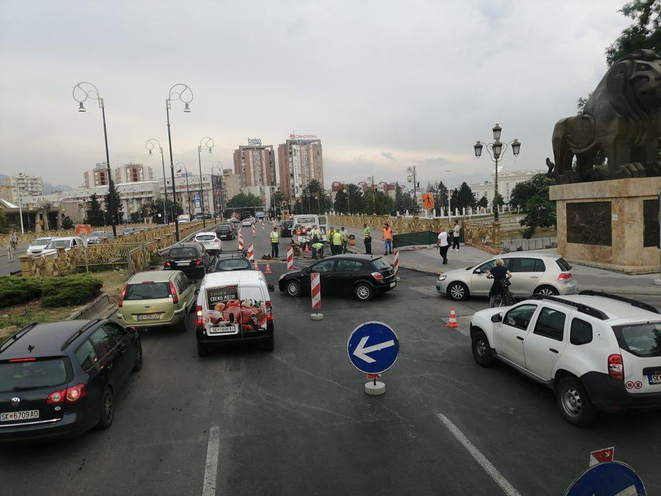 """Хаосот кај мостот """"Гоце Делчев"""" ќе трае 40 дена"""