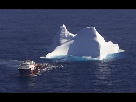 (ВИДЕО) Арапски милијардер ќе носи санта лед од Антартикот во ОАЕ