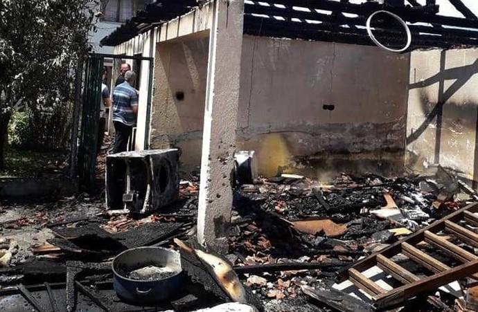 Изгоре семејна куќа во Челопек