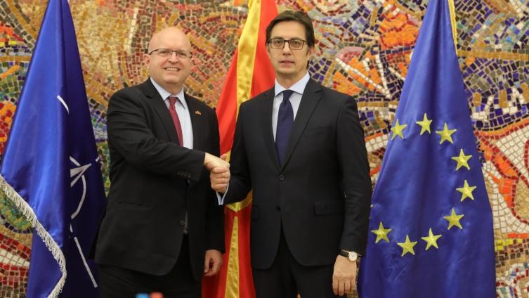 Средба Пендаровски-Рикер: Македонија посветена на зацврстување на партнерството со САД
