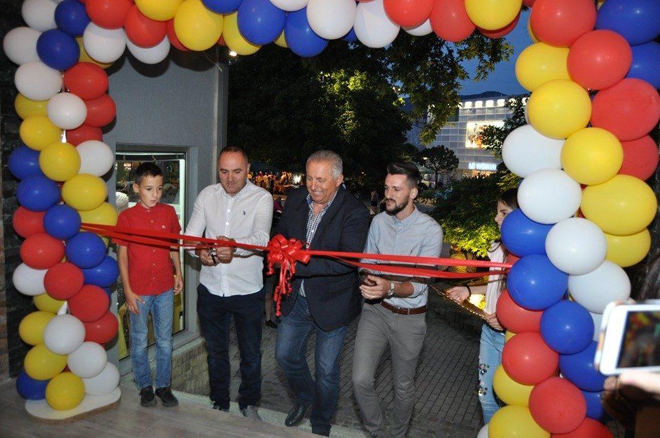 (ФОТО) Мерко ја сечеше лентата на дивоградбата на советникот на ДУИ кај охридскиот Чинар