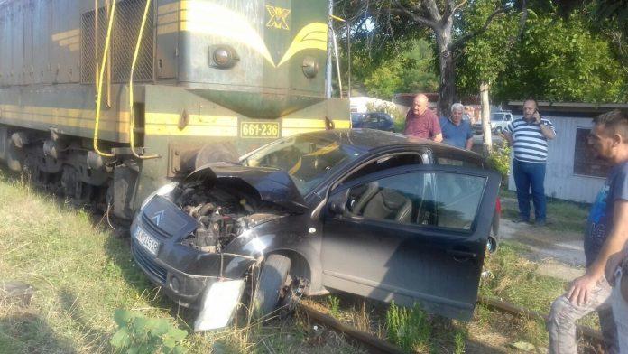 (ФОТО) Воз удри во автомобил кај Кондово – возачот повреден