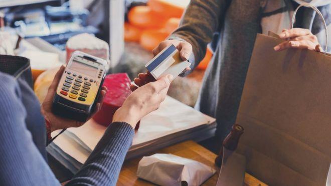Истражување: 24 проценти од македонските туристи плаќаат со картичка во странство