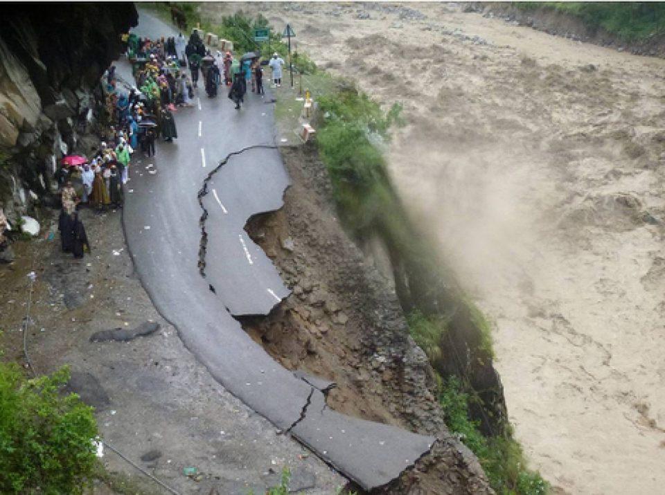 (ВИДЕО) Индија: Повеќе од 178 лица се загинати и околу милион се без домови по поплавите и лизгање на земјиште