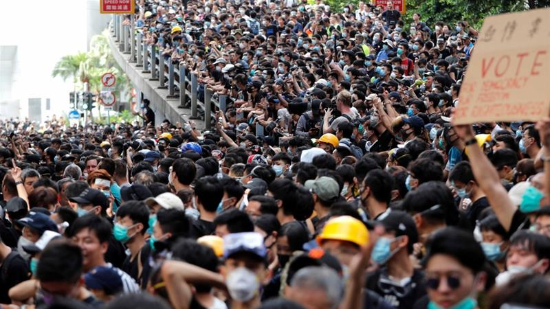 Во знак на поддршка кон демонстрантите во Хонгконг се приклучија и наставниците