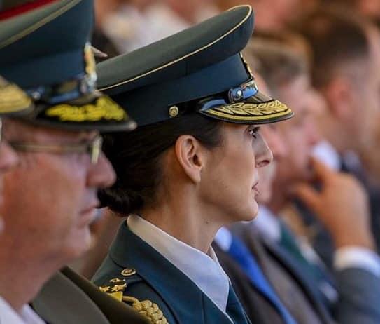 Шекеринска преку Фејсбук ја промовира полковник Билјана Блажеска – првата жена-аѓутант на претседателот