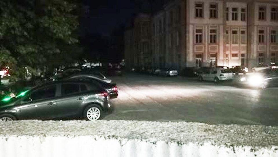 """Школските дворови во Охрид """"претворени"""" во паркинзи"""