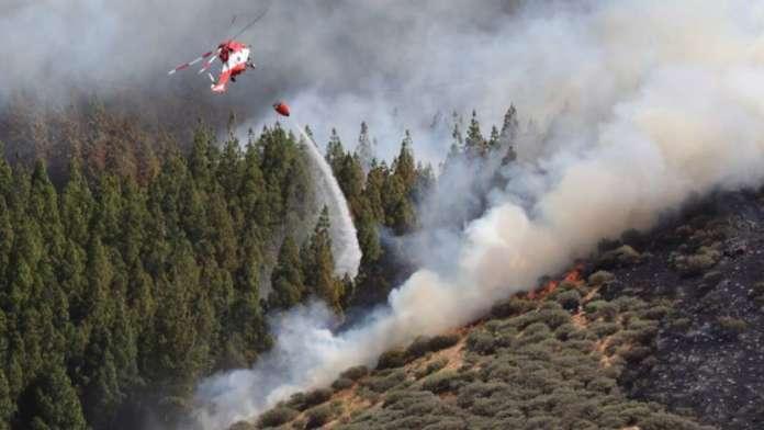 Пожар беснее на Канарските острови, евакуирани се околу 4000 лица