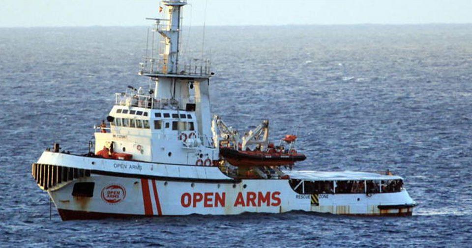 Шпанија ќе прифати стотина мигранти од бродот кај Лампедуза