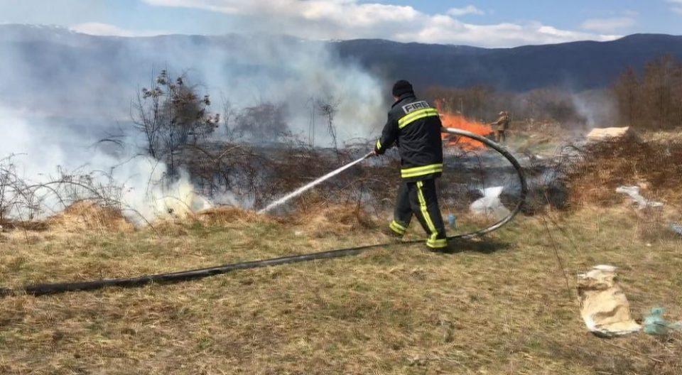 Пожарникарите се уште се борат со огнената стихија на Скопска Црна Гора