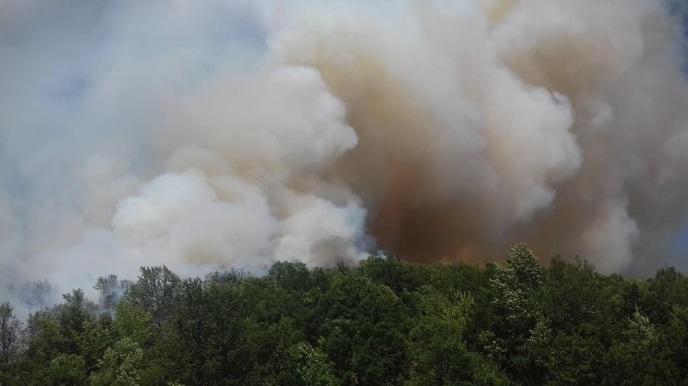 Гори планината кај село Велмеј: Камбаната бие! Пожарот се заканува да влезе вo селото!!