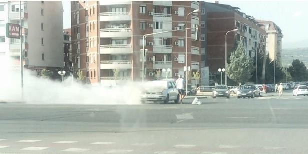 Гори автомобил на раскрсницата во Ново Лисиче