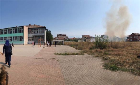 Пожар избувна во двор на основно училиште во Тетово