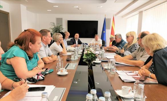 Министерство за правда се консултира со експертска група за Законот за ЈО, додека партиите во Собранието ќе преговараат за него