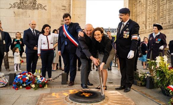 """Церемонија на """"Разгорување на вечниот оган"""" во Париз по повод Денот на независноста на Македонија"""