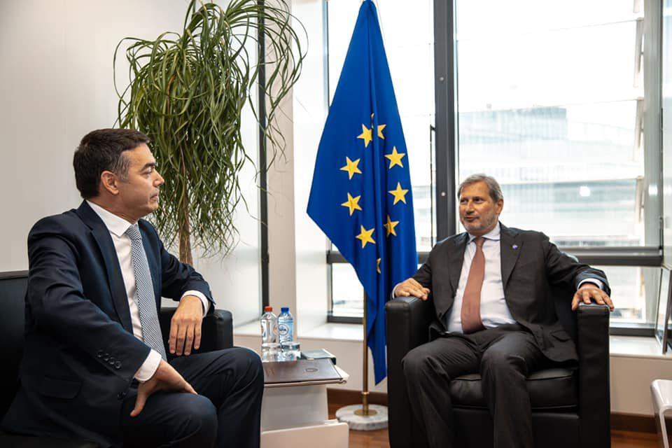 Димитров од Брисел: Позитивна одлука во октомври е најдобро решение за иднината на земјата