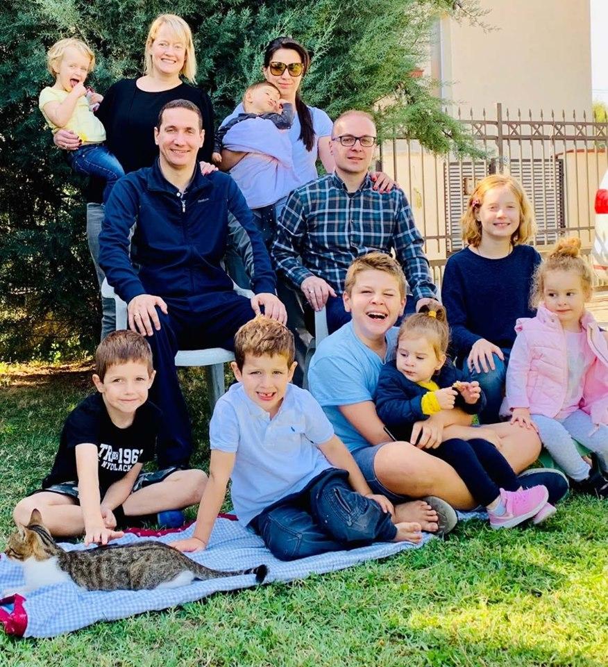 Милошоски и Ѓорчев објавија фотографија со своите многудетни семејства
