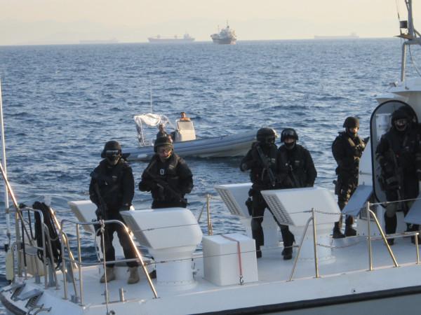 Црвена тревога во Грција: Од воена база украдено противтенковско оружје и бомби