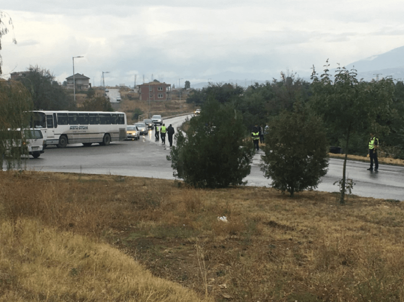 Страшно: Автобус се преврте кај Кочани – шест патници итно префрелени во болница