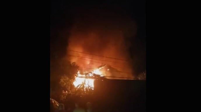 Детали за пожарот во Бутел: Пожарникарите се бореа со огнената стихија до утринските часови