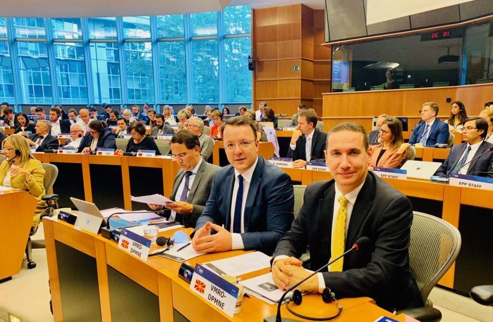 """Николоски од Брисел: Информиравме за """"Рекет"""", за скандалите и економското уназадување на Македонија"""