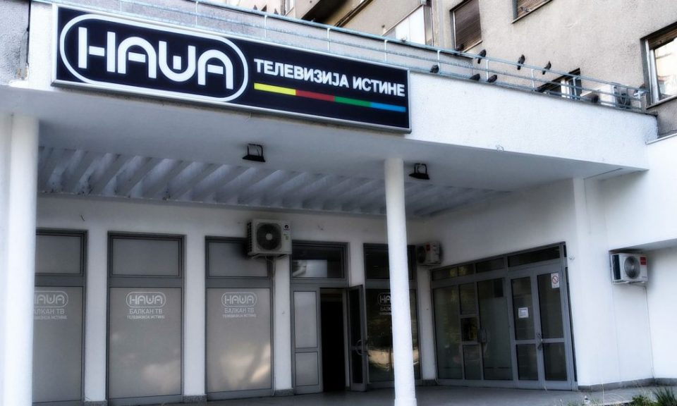 Српската опозиција го осуди упадот на извршителите и полицијата во ТВ Наша