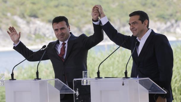 Мицкоски до Заев: Новото име на државата е доказ дека за вашиот срам и капитулација, за мене мојата Македонија е во срцето и секогаш ќе остане тоа