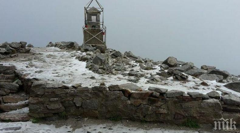 Снег на високите врвови во Бугарија(ФОТО)