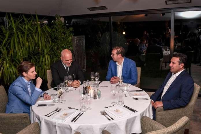 Заев на средба со Вучиќ и Рама во Нови Сад