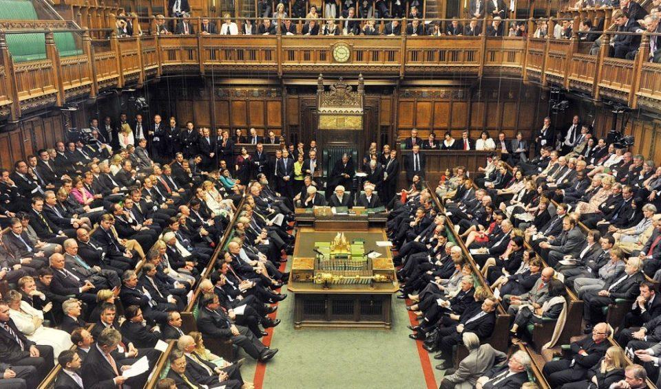 Предноста на конзервативците над лабуристите во Велика Британија се зголемува пред изборите