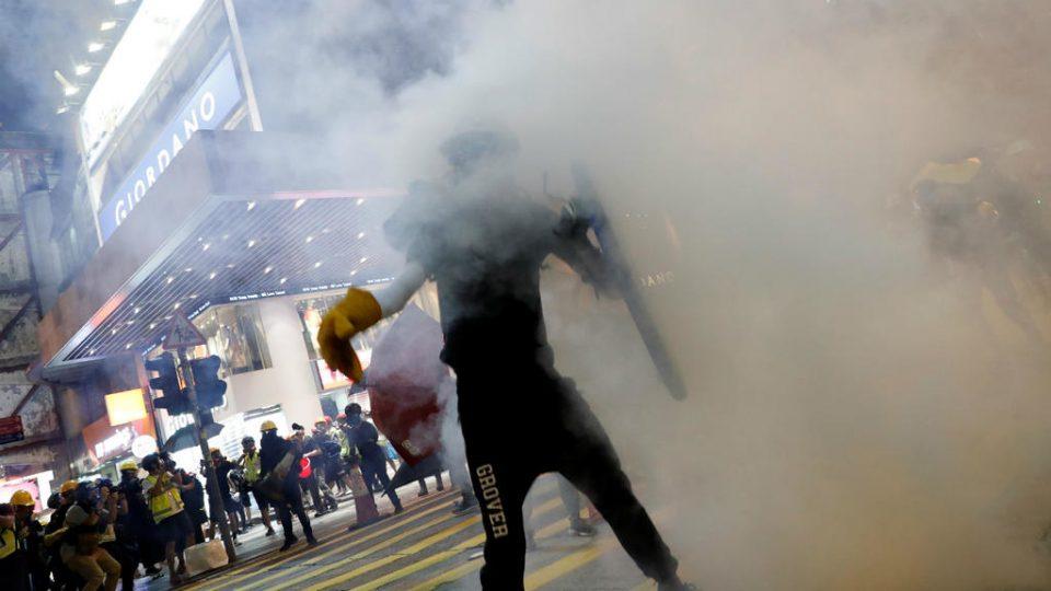 Повторно солзавец против демонстрантите во Хонгконг