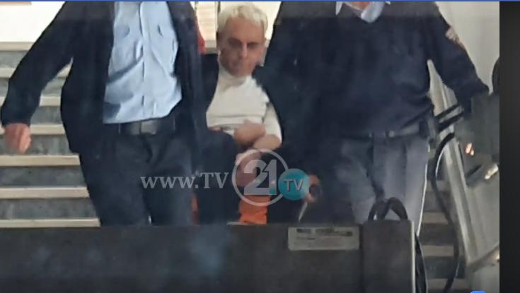 (ВИДЕО) Боки 13 со носилка го изнесуваат од обвинителството