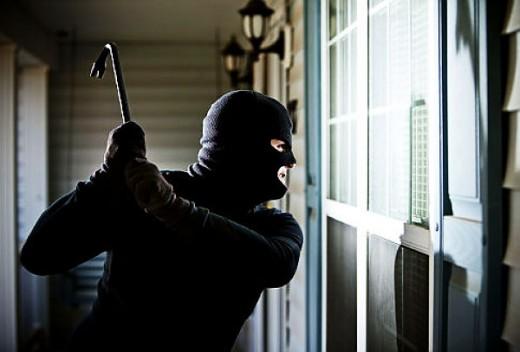 Крадци глумат агенти на осигурителна компанија и оперираат во Скопје