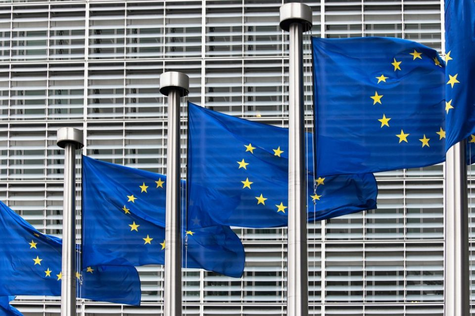 Од следната година ЕУ воведува универзален полнач за сите мобилни