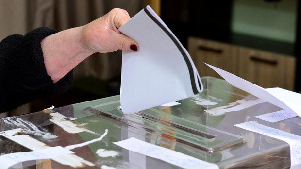 Во Кавадарци до 9 часот гласале 8,76 отсто, а во Демир Капија 10,25 отсто од избирачите
