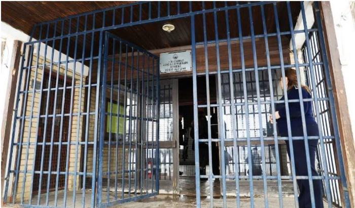 Со фалсификувана лична карта сакала да влезе во Идризово