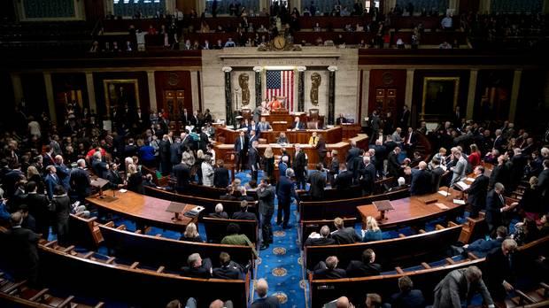 Претставничкиот дом ја усвои Резолуцијата со која се одобрува истрага за импичмент на Трамп