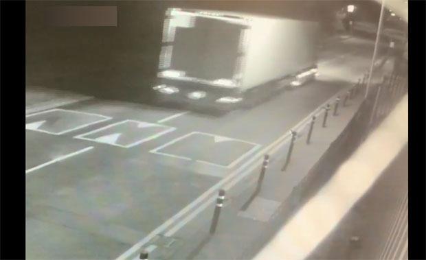 (ВИДЕО) Излезе снимка од камионот на смртта, полицијата се обидува да ги идентификува 39 лешови