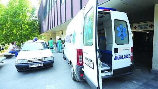 Медицинска сестра фатила вработен како зема мито на Клиника и била нападната