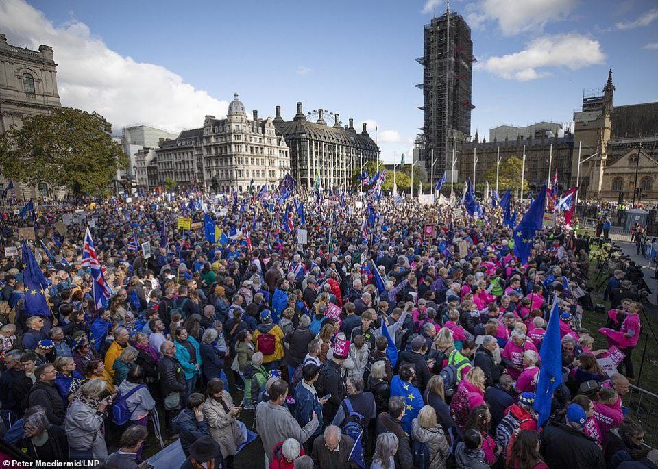 (ВИДЕО) Антибрегзит протести во Лондон: Граѓаните бараат нов референдум