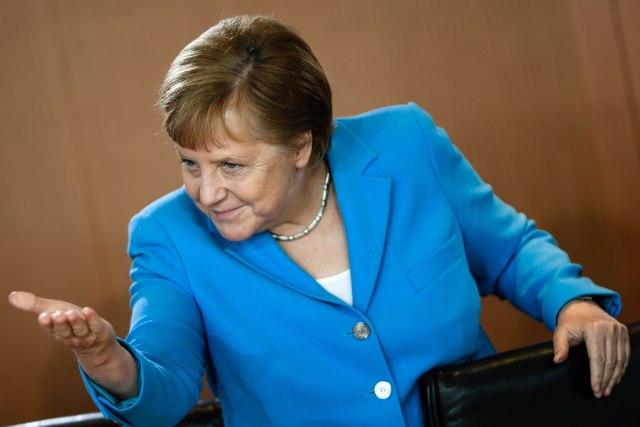 Меркел нема да се меша во изборот на нејзиниот наследник