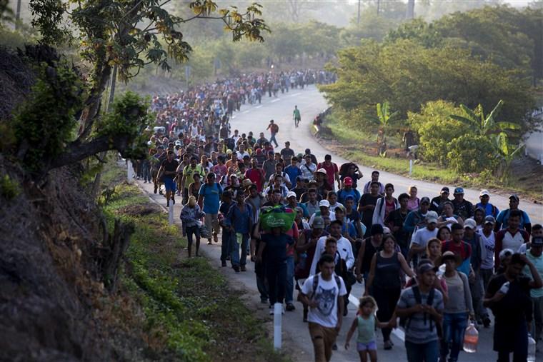 Уапсени речиси милион мигранти на границата на САД со Мексико