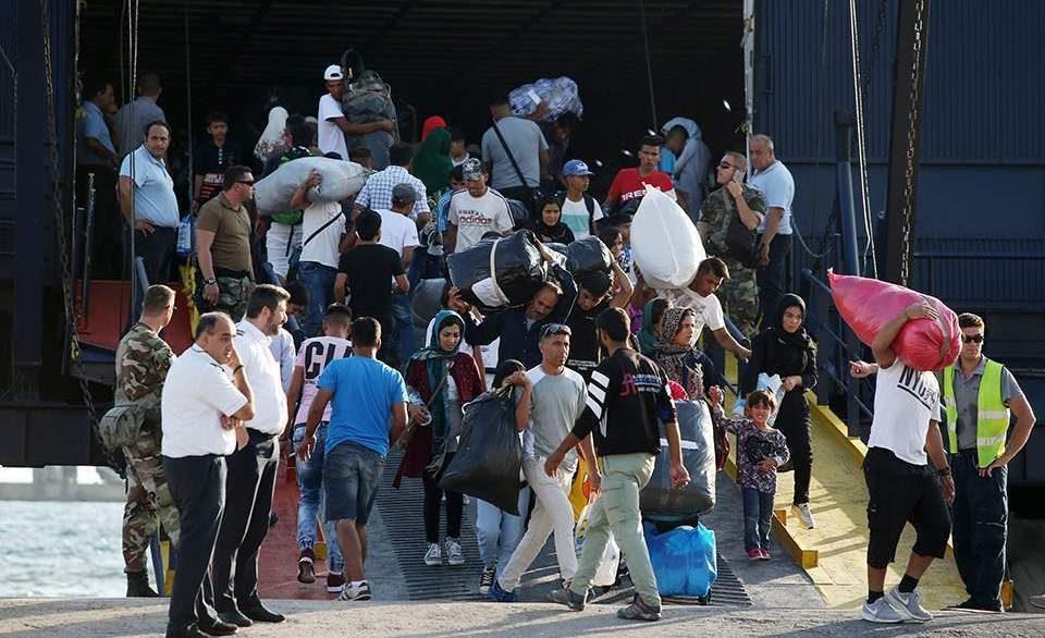 Над 300 мигранти префрлени од Лезбос во Атина