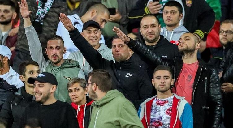 Мајмунски крици на расна основа и фашистички поздрав од бугарските навивачи за време на мечот со Англија
