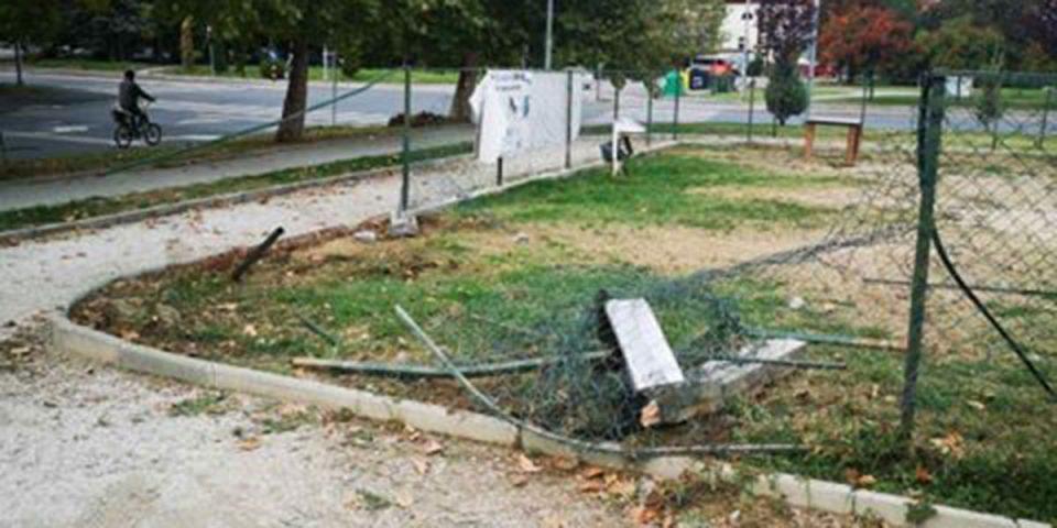 Автомобил урнал ограда на парк за миленичиња