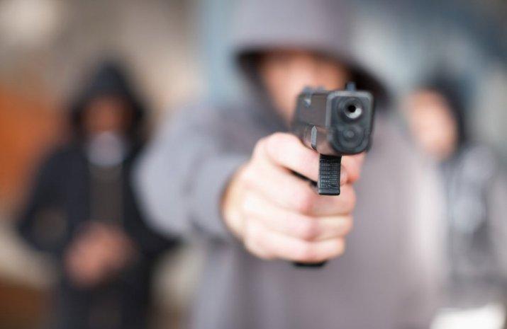 Вперил пиштол кон жител на Тетово кој бил во врска со сестра му